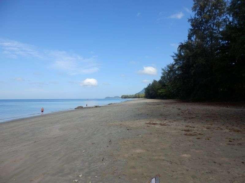 Strand rechts vom Resort